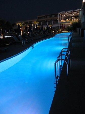 TUI SENSIMAR KALLISTON Resort & Spa by ATLANTICA: Swim up pool at night