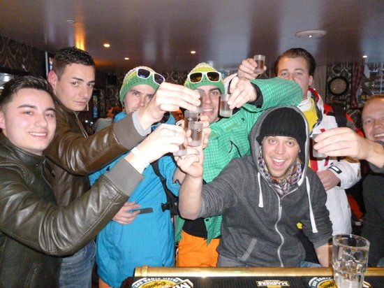 Spitting Feathers Apres Ski Bar: IWe love the Dutch!