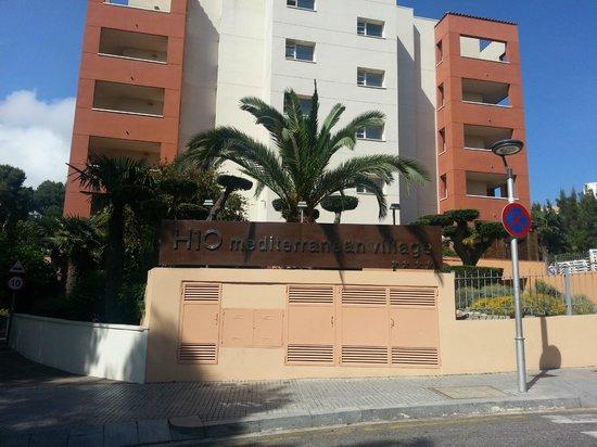 H10 Mediterranean Village : Entrada al hotel