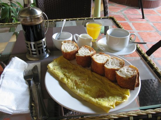 Alibi Guesthouse: Perfect breakfast (included in room rate)