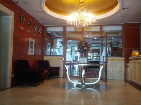 Renion Residence Hotel: фойе