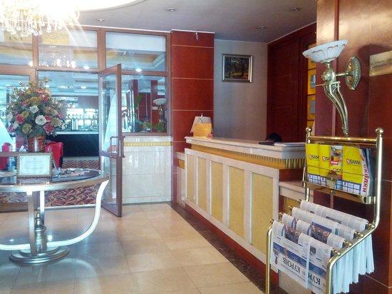 Renion Residence Hotel: вход в гостиницу