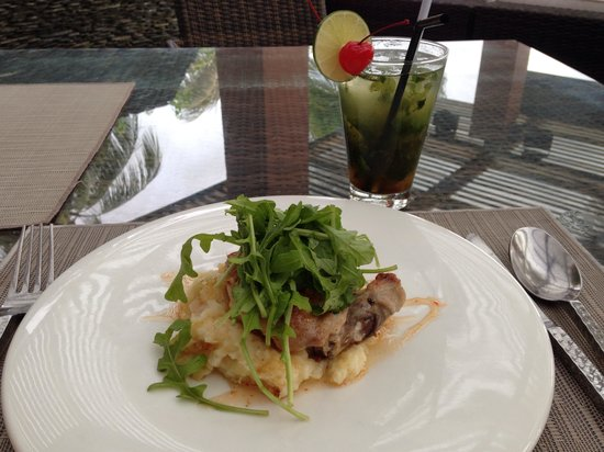 La Sal at Casa Del Mar: Chicken over mashed potato and watercress salad