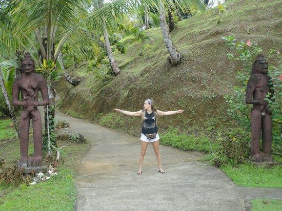 Popa Paradise Beach Resort: entrada al resort, desde la playa