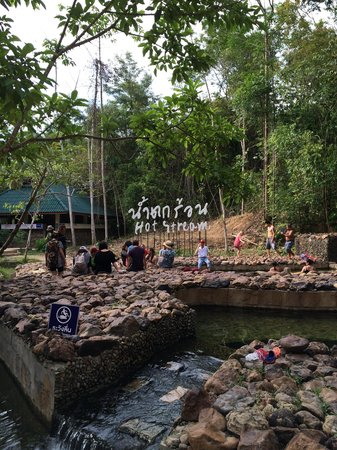 Namtok Ron (Hot Spring Waterfall ) - Khlong Thom : Bad en douche gebouw