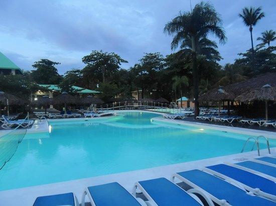 ClubHotel Riu Merengue: poolside around sunrise