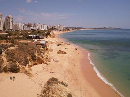 Vila Galé Náutico : A view along the beach