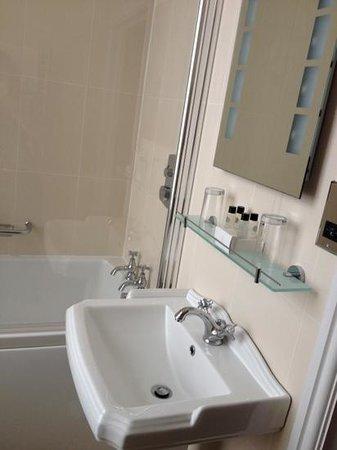 Black Boy Inn: bathroom with large tub in room 40 in black jacks