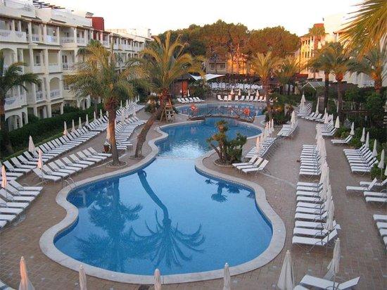 Hotel Viva Bahia : Blick auf den Pool vom Chill Out Bereich