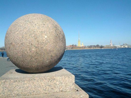 Memorial Sign Strelka Of Vasilievskiy Island: крепость за шариком