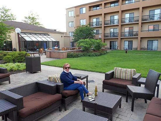 Courtyard Greenbelt : My wife and I enjoyed the quiet of the patio, which included comfy furniture