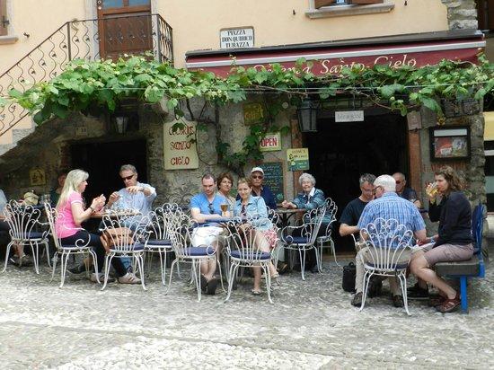 Osteria Santo Cielo: Santo Cielo's Seated area in the Piazza.