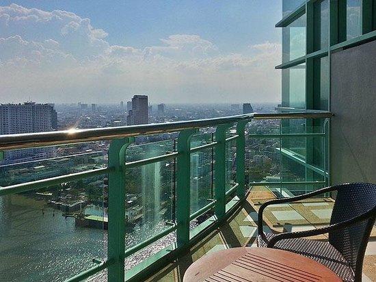 Chatrium Hotel Riverside Bangkok: our balkony at 34th floor