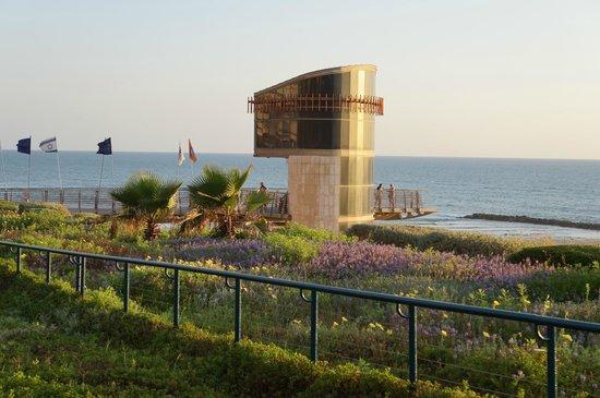 Margoa Hotel Netanya : Лифт к пляжу