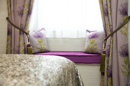 The Kings Arms Hotel: Window Seats In The Bedroom