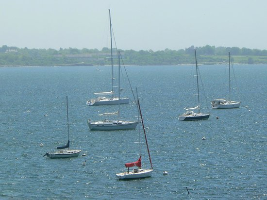 Wyndham Bay Voyage Inn: Boats in Bay