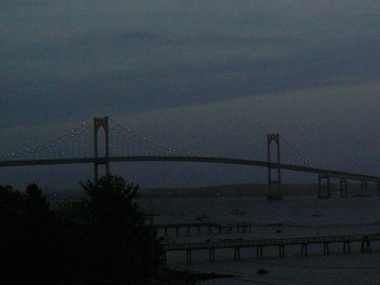Wyndham Bay Voyage Inn: Bridge at Dusk