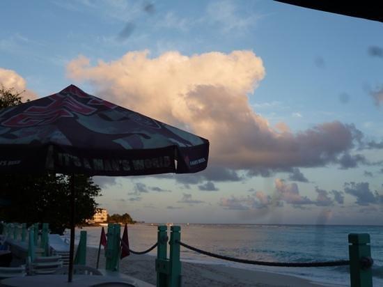 Coral Mist Beach Hotel: Abendstimmung