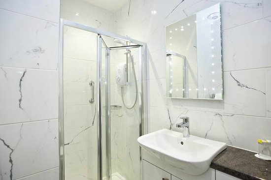 The Kings Arms Hotel: Stunning shower rooms at the Kings Arms