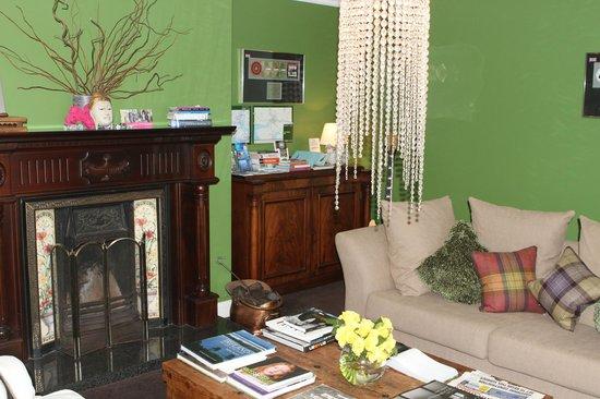 Hillside Lodge: Le salon