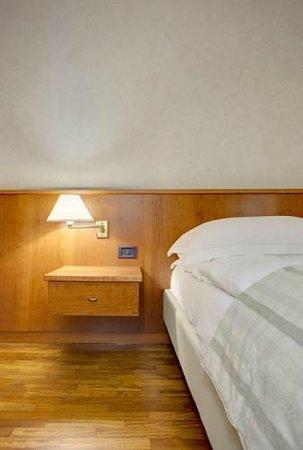 BEST WESTERN Park Hotel: Comodino