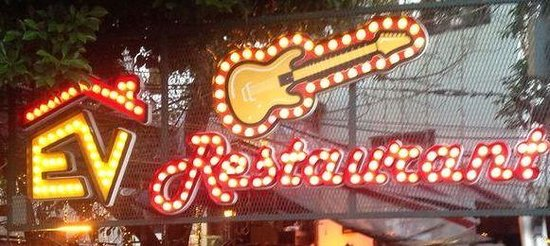 Ev Restaurant: Music and great food at one place!!