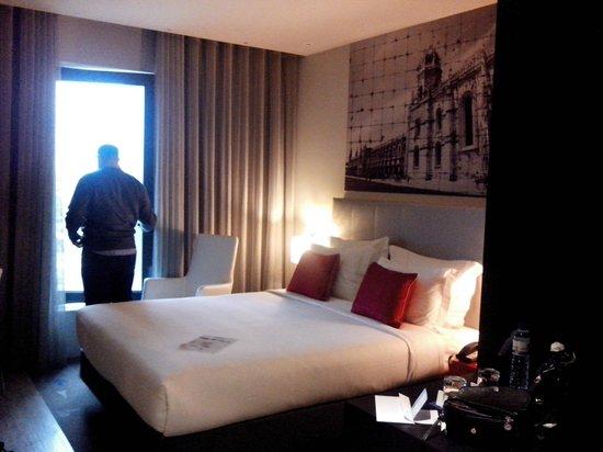 TRYP Lisboa Aeroporto Hotel: Quarto e janela