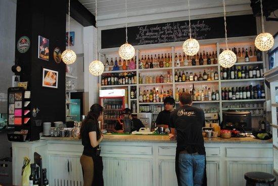 Sans Serrano Deli & Drinks: Bar