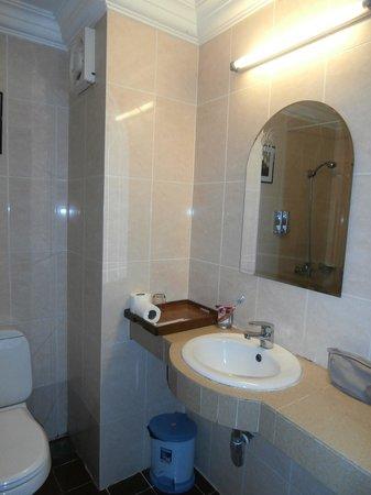 MotherHome Guesthouse: salle de bain
