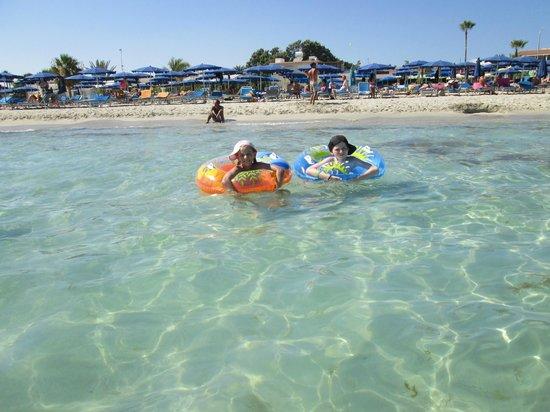 Olympic Lagoon Resort: toller Strand,sauber und ca 27 C° warm