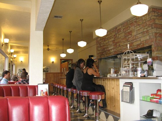 Sugar Pine Cafe: Sitting at the Counter