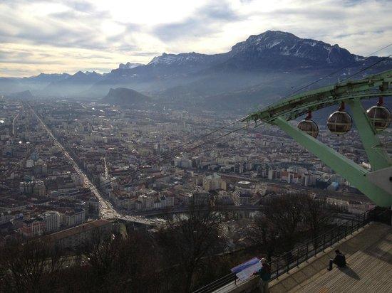 Bastille : La longue avenue de Grenoble à Pont de Claix