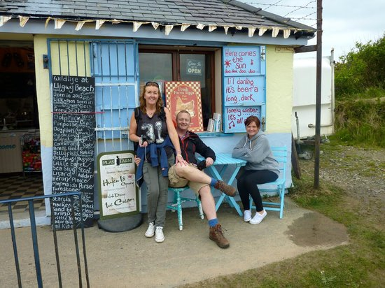 Traeth Lligwy: Shop/Cafe at the beach.
