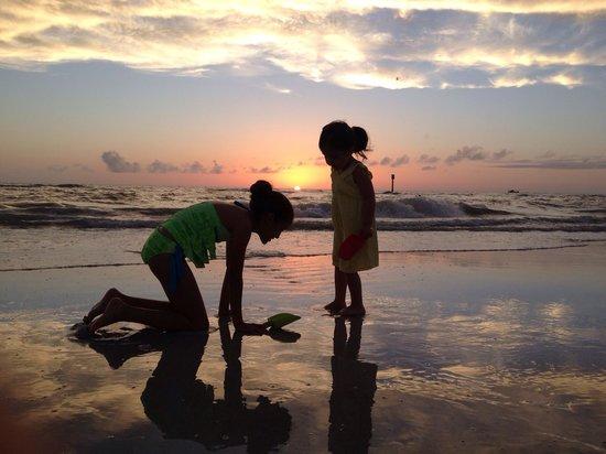 Hyatt Regency Clearwater Beach Resort & Spa: Clearwater beach at Sunset o_O