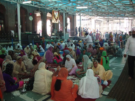 Harmandir Sahib: Women involve in work.