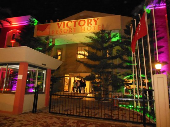 Victory Resort Hotel: Hoofdingang.