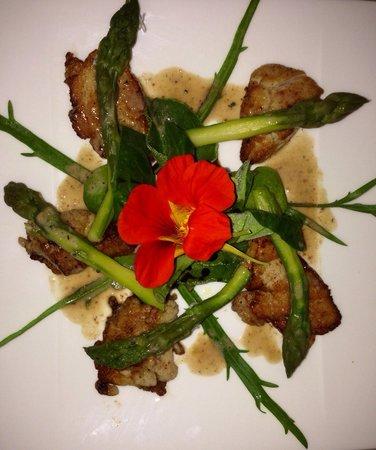 Restaurant l'Evidence : Salade de ris de veau et asperges à la cannelle