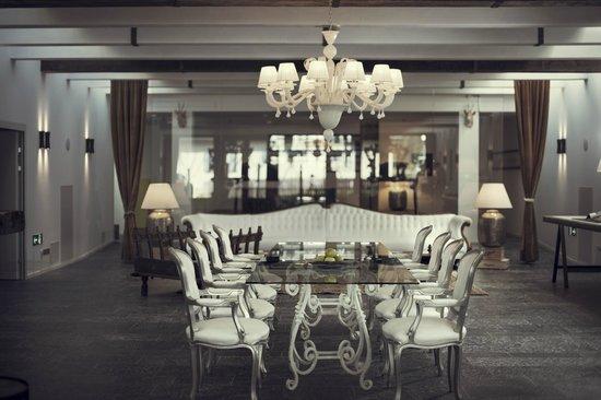 Hotel Chesa Stüva Colani: Leaving zone / Meeting & Dining