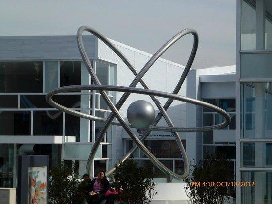 Tecnópolis: Atomo