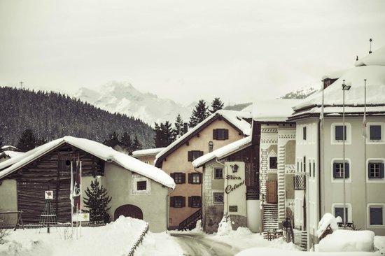 Hotel Chesa Stüva Colani: Chesa Stuva Colani in winter