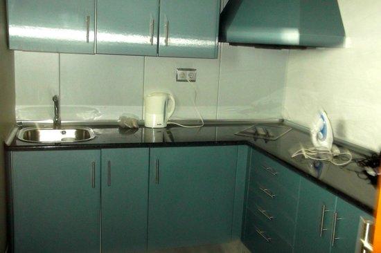 Geranios Suites & Spa Hotel : kitchen