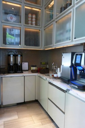Andaz Wall Street: Free Coffee