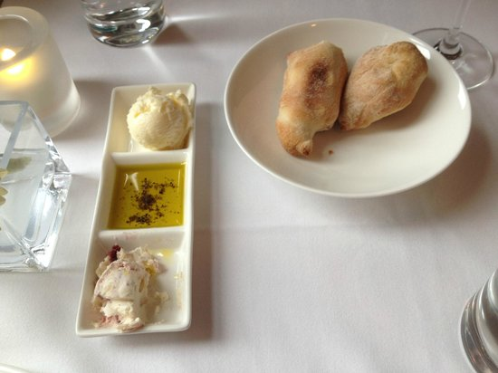 Granite Restaurant and Bar: bread and dips