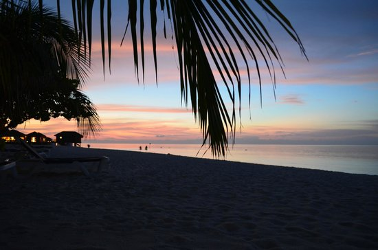 Vilamendhoo Island Resort & Spa: Sunset