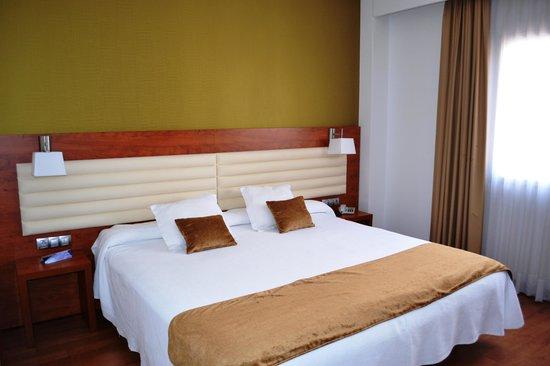 Monte Triana Hotel: ruime kamer
