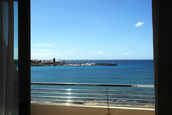 Geranios Suites & Spa Hotel : View from the balcony, if you walk left you will visit here.