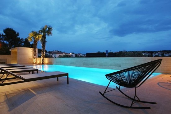 Hotel Valsabbion : Swimming pool by night!