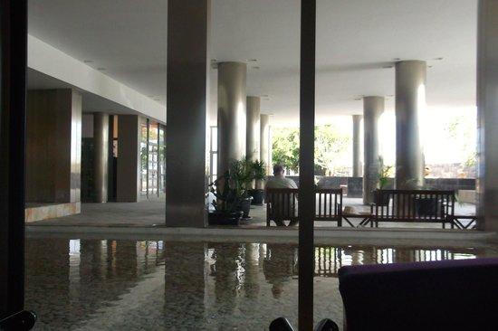 Geranios Suites & Spa Hotel: vestibule,