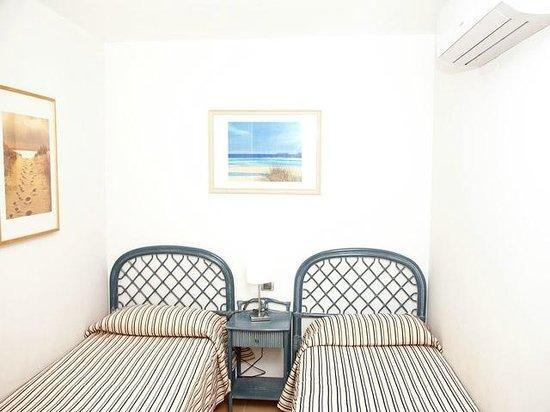 Las Perlas : One of 2 bedrooms
