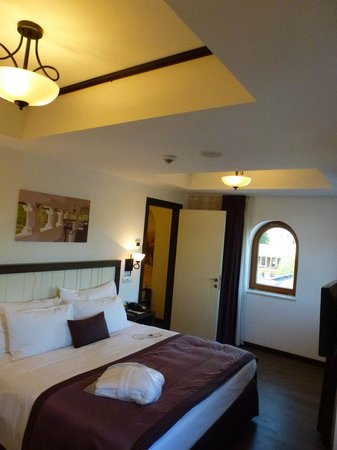 Epoque Hotel: Bed room